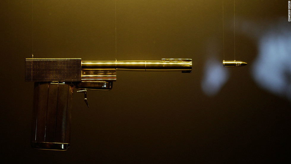 "The golden gun, used by Bond Villian Francisco Scaramanga in ""The Man With The Golden Gun,&cotización; is located, naturally, in the Gold Room, which celebrates the gold anniversary of Bond on film."