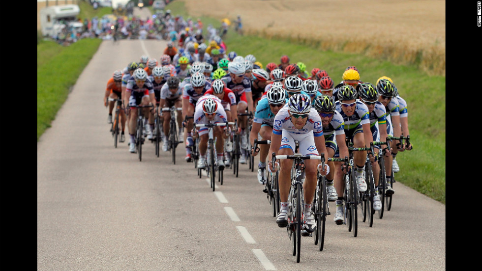 The peloton was split by a crash in Gorze, with 25 kilometers remaining in Stage 6 on Friday.