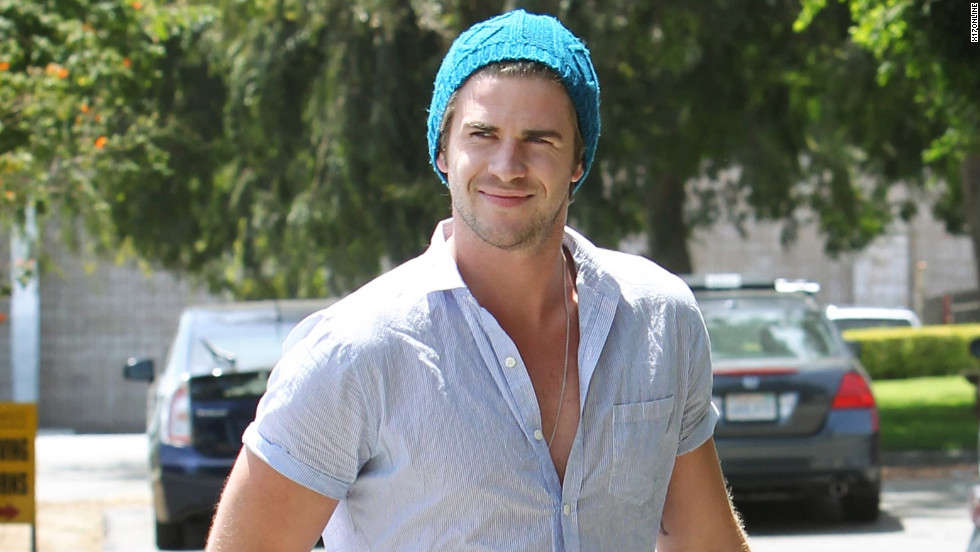 Liam Hemsworth runs errands.