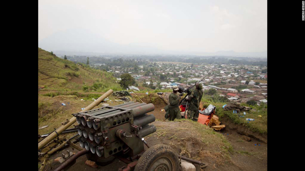 Rebels of the M23 movement set up a machine gun in the seized town of Bunagana on July 8.