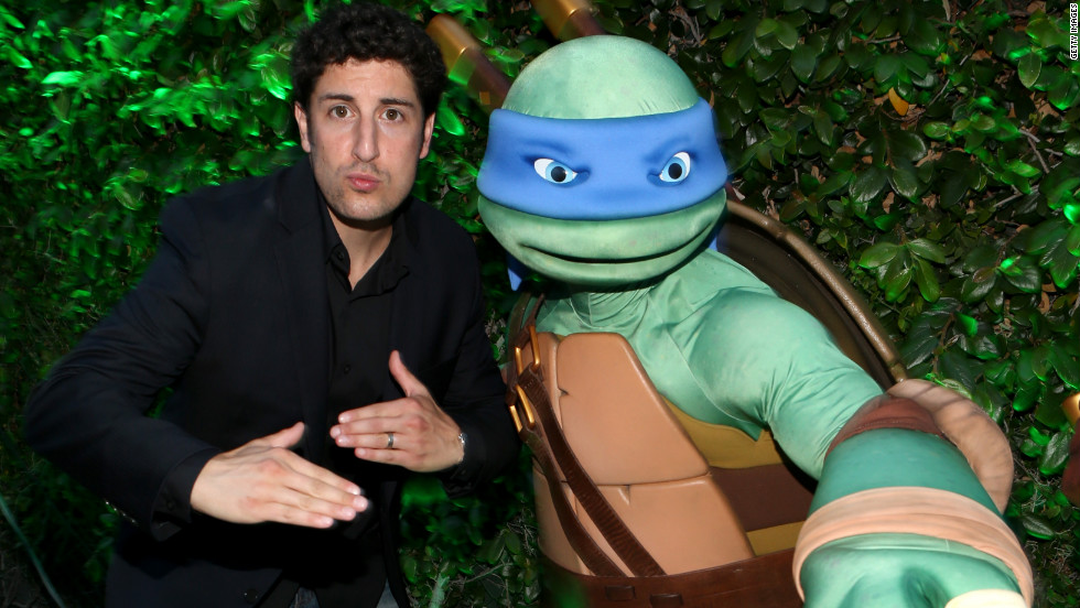 Jason Biggs hangs out with a Ninja Turle at Comic-Con in San Diego, California.