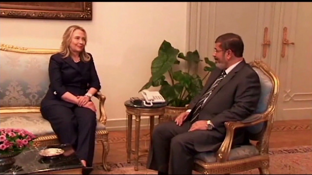 Clinton meets with Morsy in Egypt