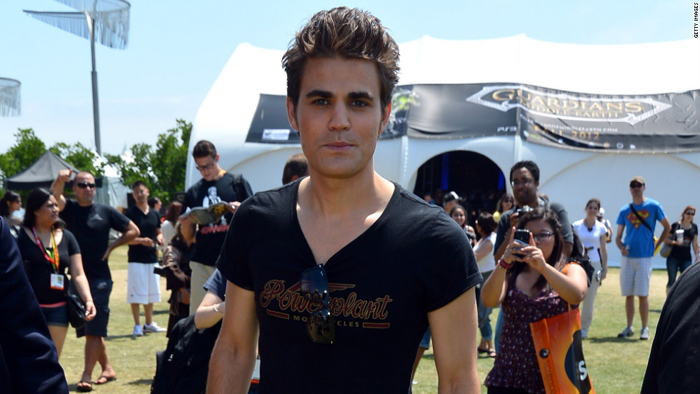 """The Vampire Diaries"" star Paul Wesley poses for pictures at Comic-Con."
