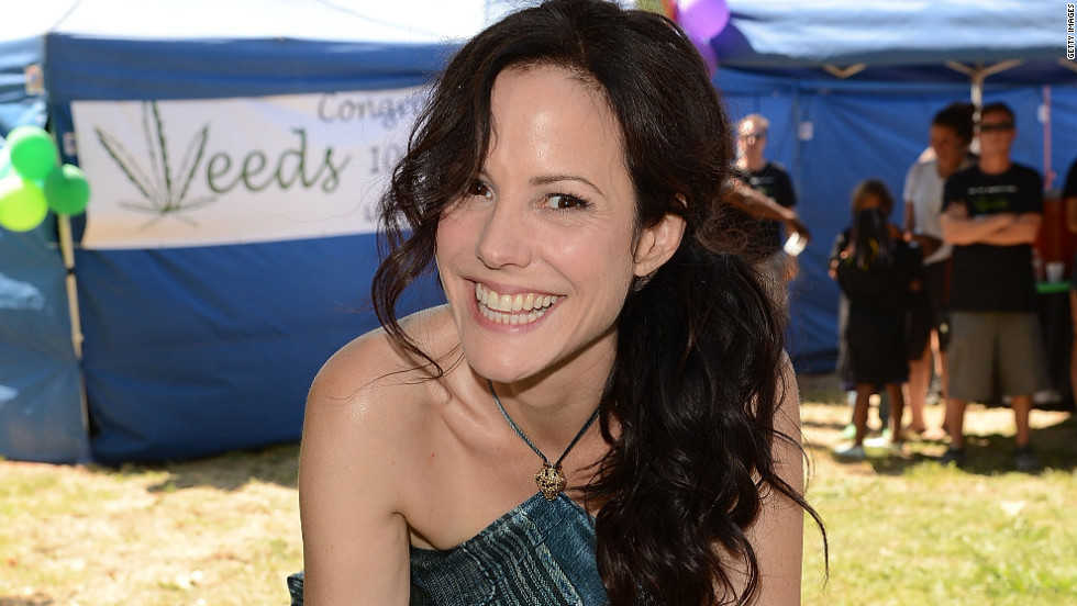 """Weeds' "" Mary Louise Parker celebrates the Showtime series' 100th episode."
