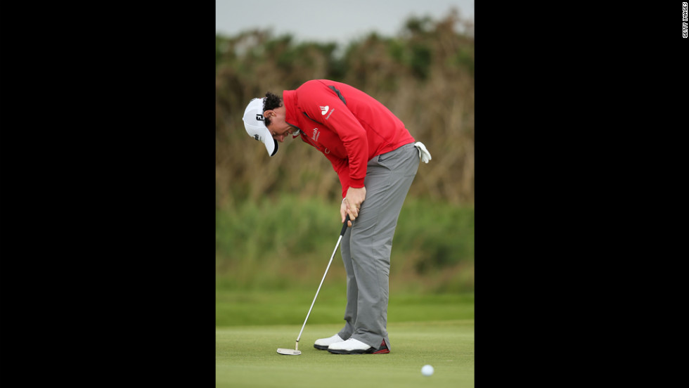 Rory Mcllroy of Northern Ireland reacts to a missed putt on the 17th green during the second round Friday.