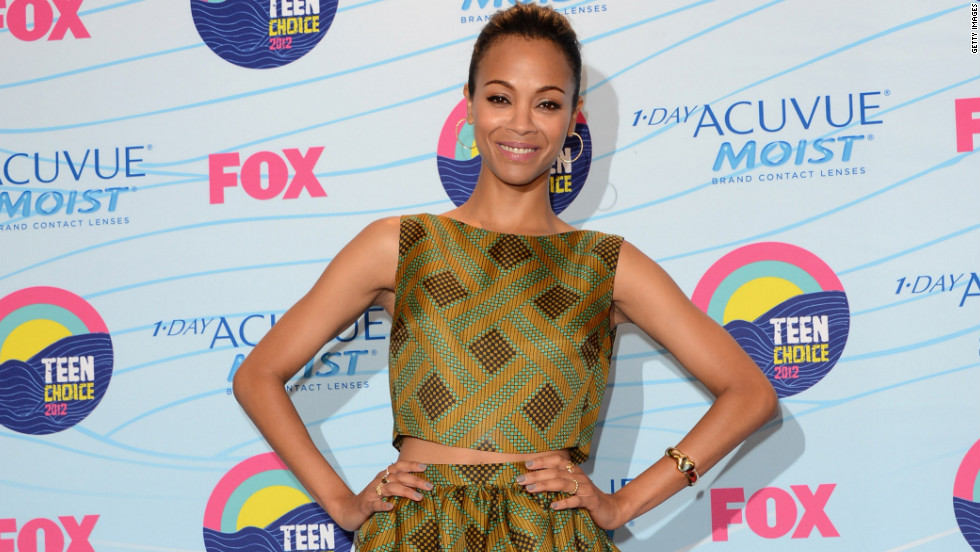 Zoe Saldana poses for pictures at the Teen Choice Awards.
