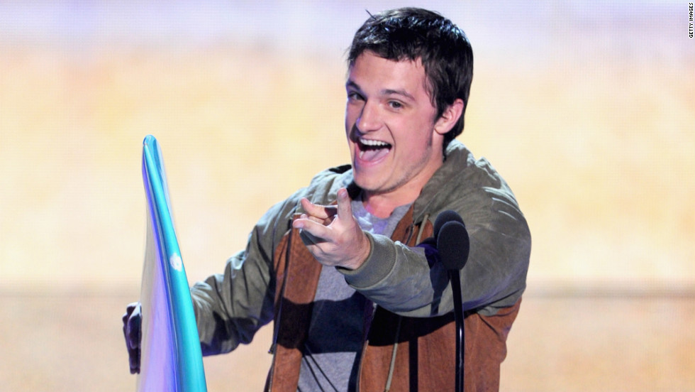 """The Hunger Games' "" Josh Hutcherson accepts the award for choice movie sci-fi/fantasy actor."