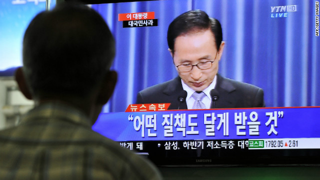 South Korean president Lee Myung-Bak apologized to the nation for corruption cases dogging his elder brother and inner circle.