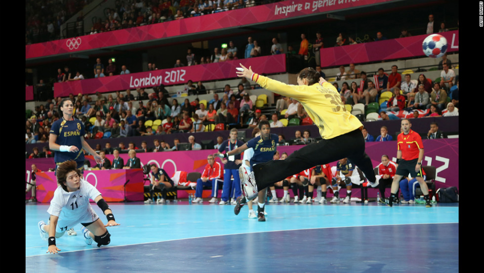 Eun Hee Ryu of South Korea scores from the penalty spot in the women's handball preliminaries against Spain.