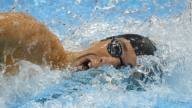US' Michael Phelps competes in the men's 4x200m freestyle relay final swimming event at the London 2012 Olympic Games on July 31, 2012 in London.  AFP PHOTO / ODD ANDERSEN        (Photo credit should read ODD ANDERSEN/AFP/GettyImages)