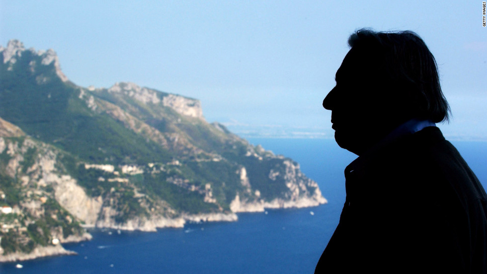 Vidal on the terrace of his Italian residence in Ravello in 2004.