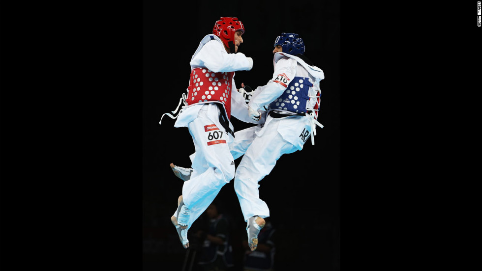 Armenia's Arman Yeremyan, right, competes with Argentina's Sebastian Eduardo Crismanich in the men's  tae kwon do semifinal.
