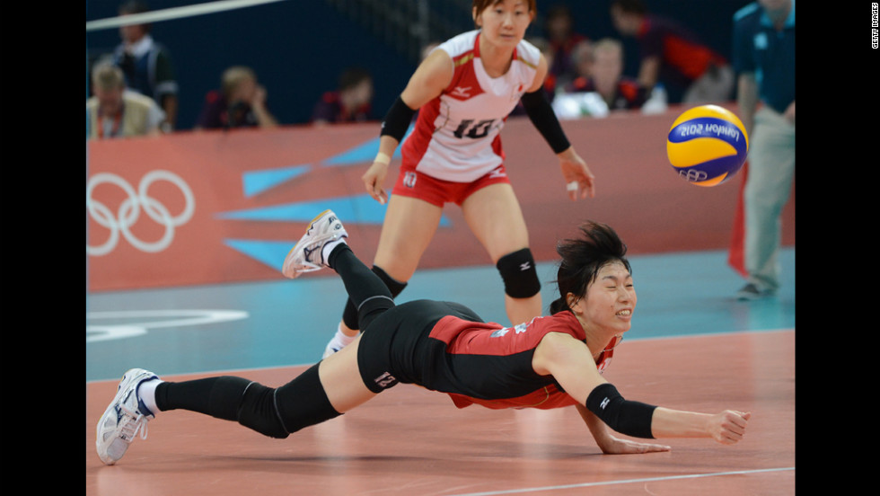 "Japan's Risa Shinnabe dives to reach the ball during the women's volleyball bronze medal match. Check out photos from the<a href=""http://www.cnn.com/2012/08/12/worldsport/gallery/olympics-day-sixteen/index.html"" target=""_blank""> last day of the Games </a>on Sunday, August 12."