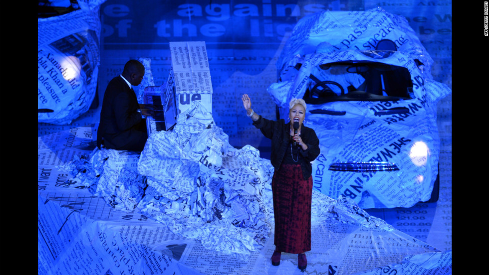 "Scottish singer-songwriter Emeli Sande performs ""Read All About It"" during the closing ceremony at Olympic stadium."