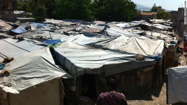 Haiti: Thousands in tents as storm nears
