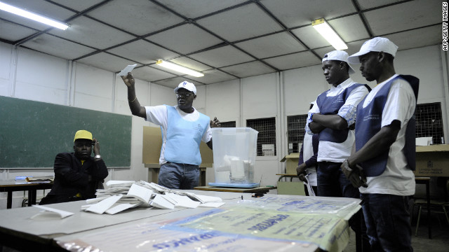 Angolan electoral agents start the counting of votes on August 31, 2012 in Luanda.