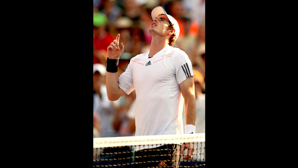 Murray reacts after defeating Lopez.