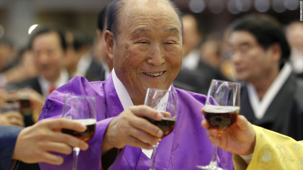 Moon toasts with his family members during his 91st birthday party in 2011.