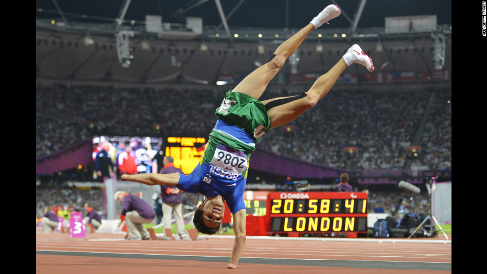 Brazil's Yohansson Nascimento celebrates finishing second in the men's 400-meter T46 final on Tuesday.