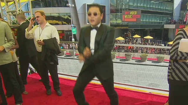 Rapper Psy teaches 'Gangnam Style' dance