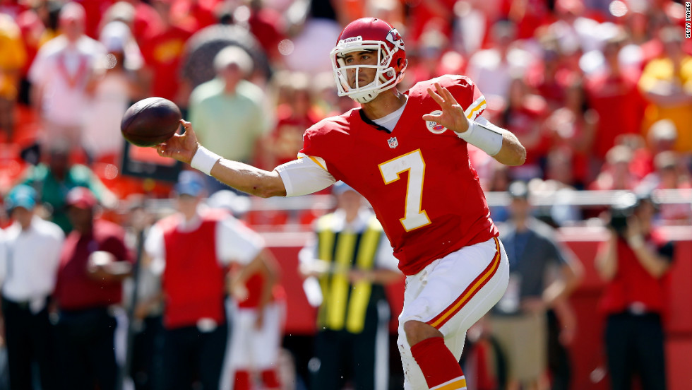 No.7 quarterback Matt Cassel of the Kansas City Chiefs throws a pass on Sunday.