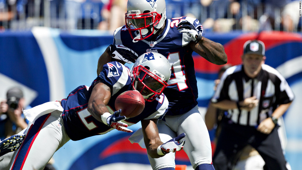 No.27 Tavon Wilson of the Patriots intercepts a tipped pass in the end zone against the Titans on Sunday.