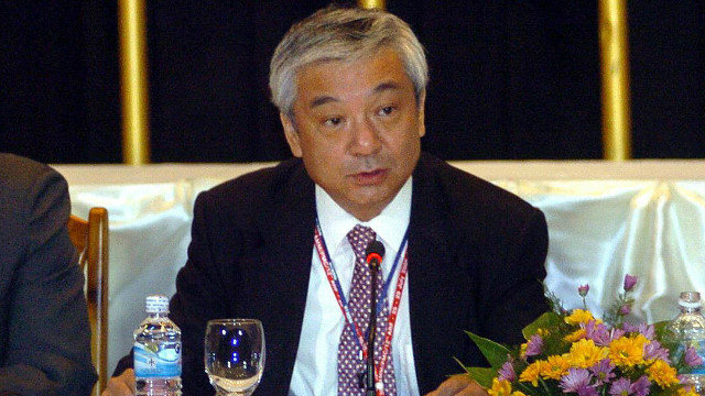 Shinichi Nishimiya (C) addresses a joint press conference during a 2005 gathering of the Association of Southeast Asian Nations (ASEAN).