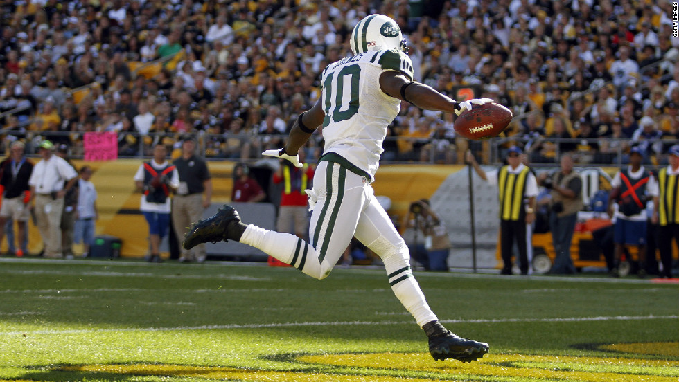 Santonio Holmes of the New York Jets celebrates his touchdown in the first half Sunday against the Pittsburgh Steelers.