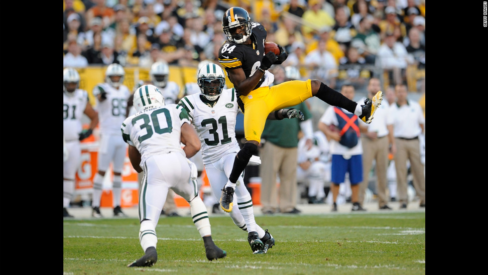 Antonio Brown of the Pittsburgh Steelers makes a catch Sunday against the New York Jets.