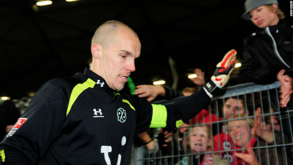 "In 2009, Robert Enke was first-choice goalkeeper for the German national football team, enjoying a successful club spell with Hannover. But in November of that year, he took his own life by stepping in front of train. The 32-year-old had been battling depression for the majority of his career and the story of his struggle is told movingly in Ronald Reng's acclaimed biography ""A life too short: The tragedy of Robert Enke""."