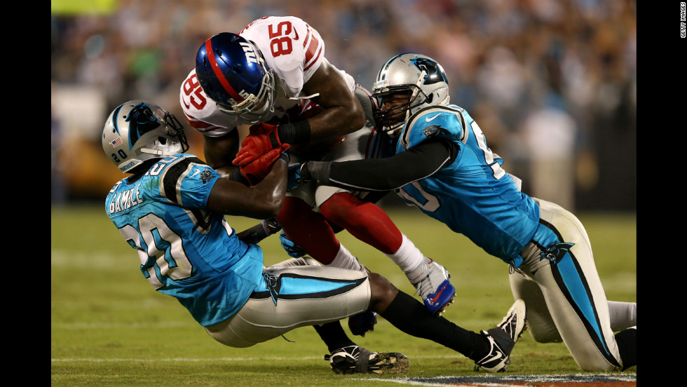 Martellus Bennett of the New York Giants makes a reception in the first half on Thursday.