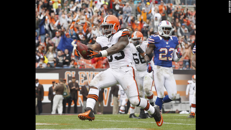 Trent Richardson of the Cleveland Browns scores a touchdown against the Buffalo Bills on Sunday.