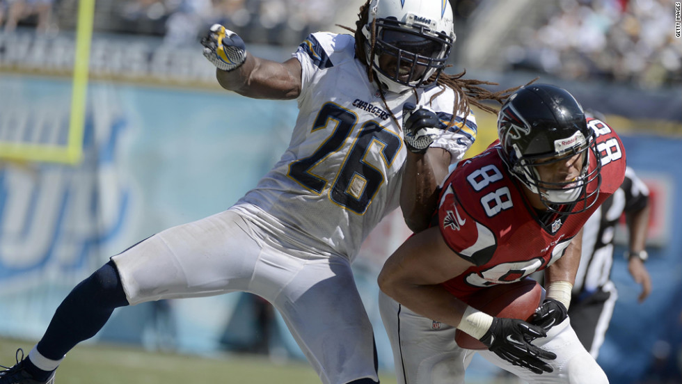 Tony Gonzalez of the Atlanta Falcons catches the ball as Charles Mitchell of the San Diego Chargers defends on Sunday.