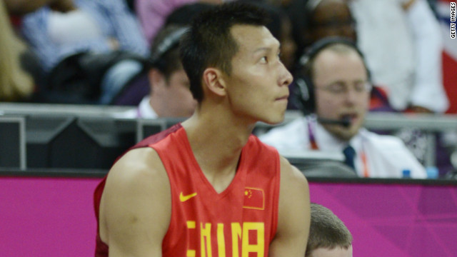 China's Yi Jianlian has left the Dallas Mavericks after a five-year stay in the United States.
