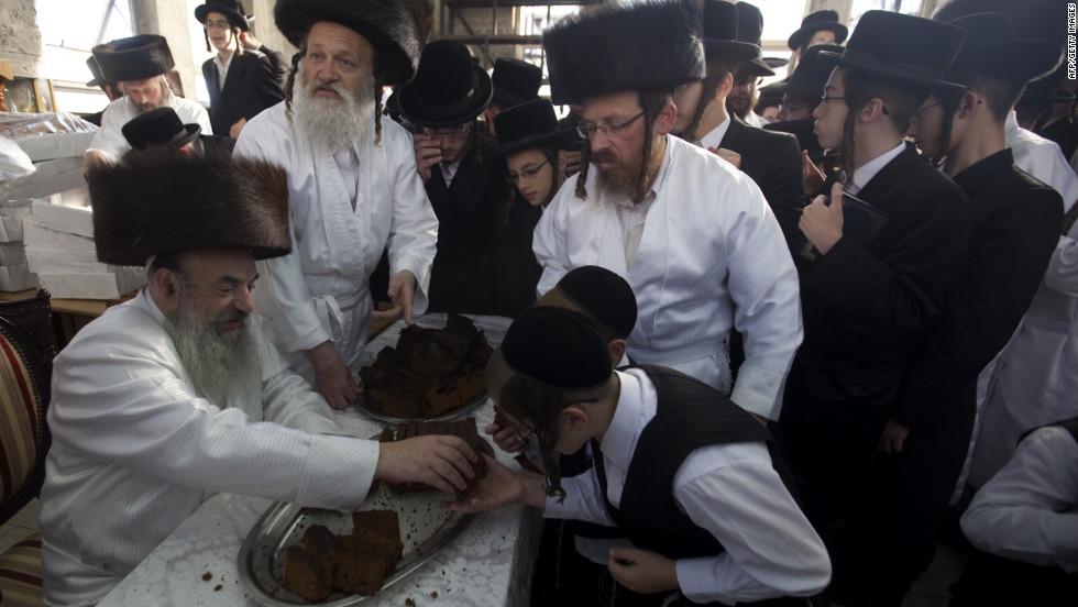 Photos: Ultra-Orthodox Jews observe Yom Kippur