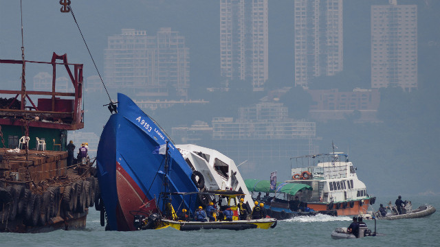 Hong Kong to investigate ferry crash