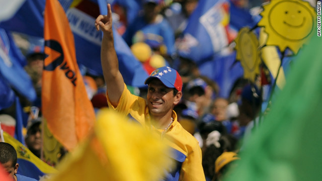 Venezuelan opposition presidential candidate Henrique Capriles arrives to a campaign rally in Caracas, on September 30, 2012.