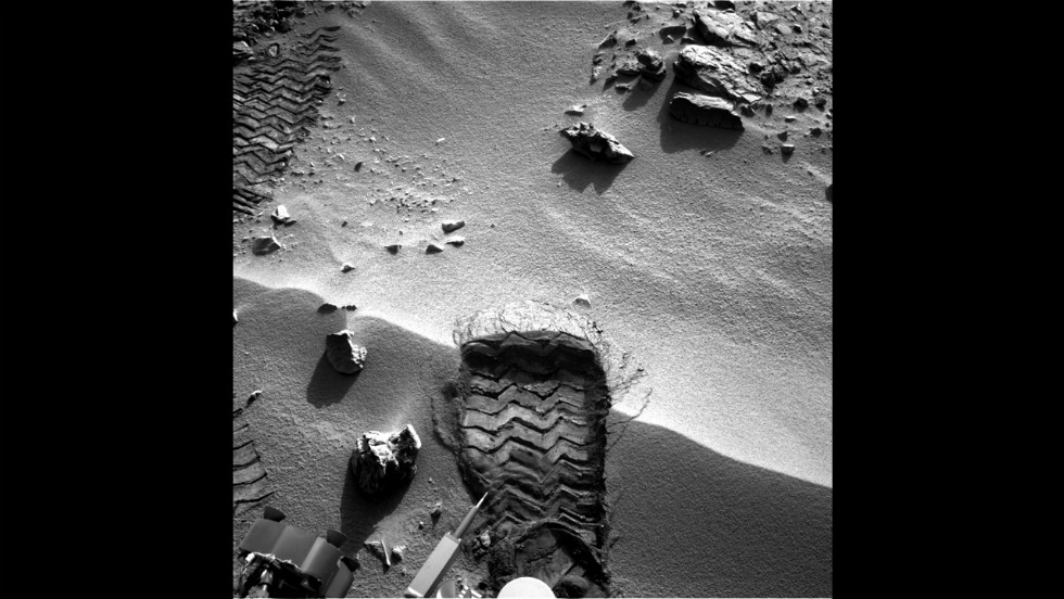"Curiosity cut a wheel scuff mark into a wind-formed ripple at the ""Rocknest"" site on October 3, 2012. This gave researchers a better opportunity to examine the particle-size distribution of the material forming the ripple."