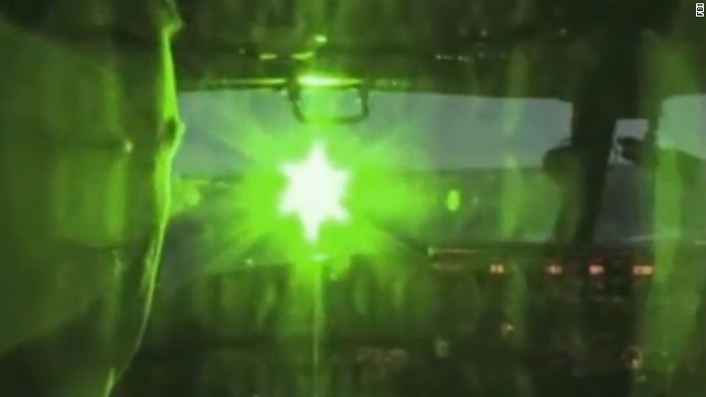 Laser pointers can't permanently damage pilots' eyes, study says