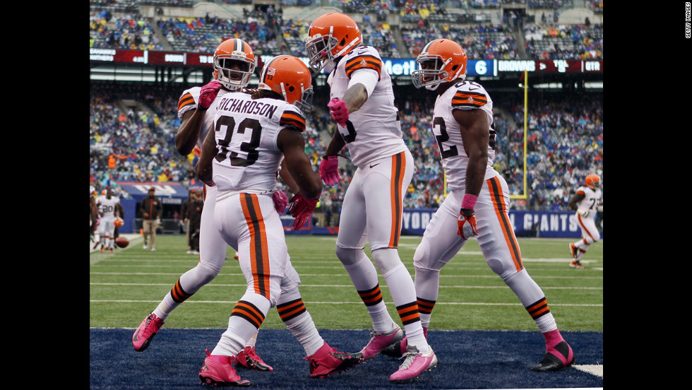 Trent Richardson of Cleveland is congratulated by his teammates Sunday after he scored a touchdown in the first quarter.