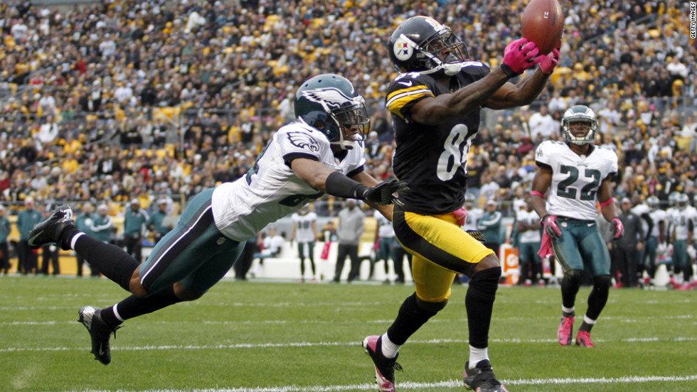 Antonio Brown of the Pittsburgh Steelers tries to make a catch in the end zone Sunday against Philadelphia.