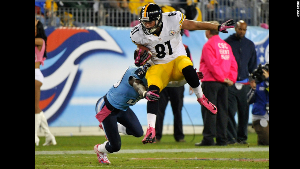 David Paulson of the Pittsburgh Steelers tries to avoid a tackle.