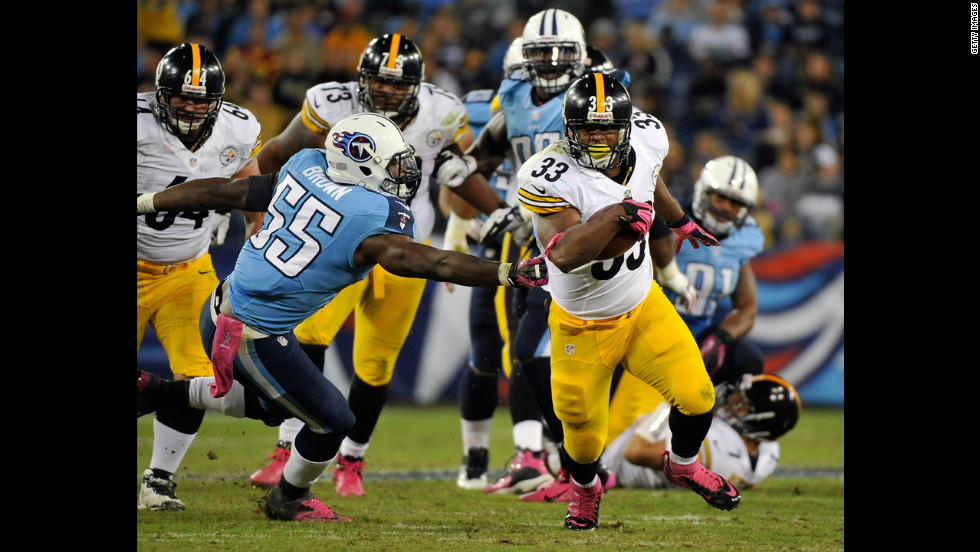 Isaac Redman, No. 33 of the Pittsburgh Steelers, evades a tackle by Zach Brown, No. 55 of the Tennessee Titans, on Thursday.