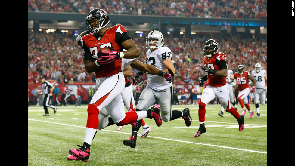 Ray Edwards of the Atlanta Falcons returns a fumble by the Oakland Raiders on Sunday.