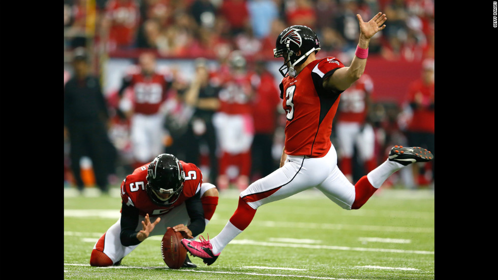 Matt Bryant of the Falcons kicks a field goal Sunday against the Raiders.