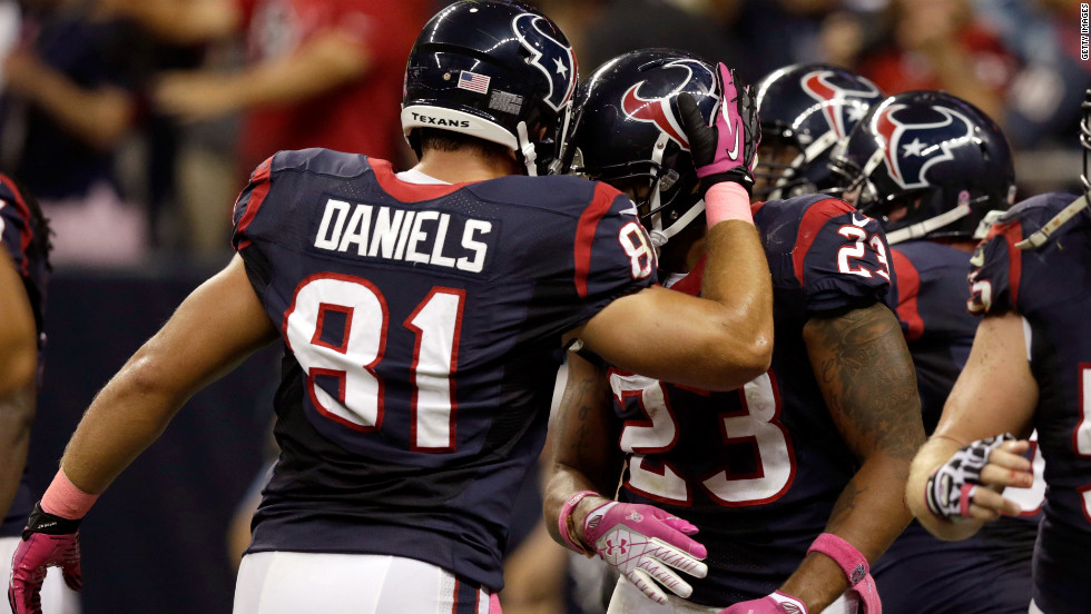 Owen Daniels congratulates Texans teammate Arian Foster after a touchdown in the second quarter against the Packers.