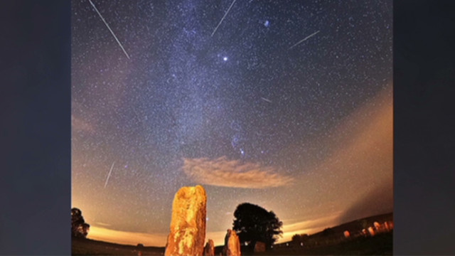 Amazing images of another meteor shower, the Orionid, October 2012