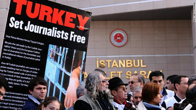 Journalists and human right activists protest in front of the courthouse in Istanbul on November 22, 2011.