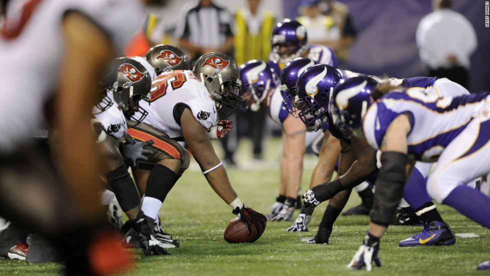 The Tampa Bay Buccaneers offense lines up against the Minnesota Vikings defense in the third quarter.