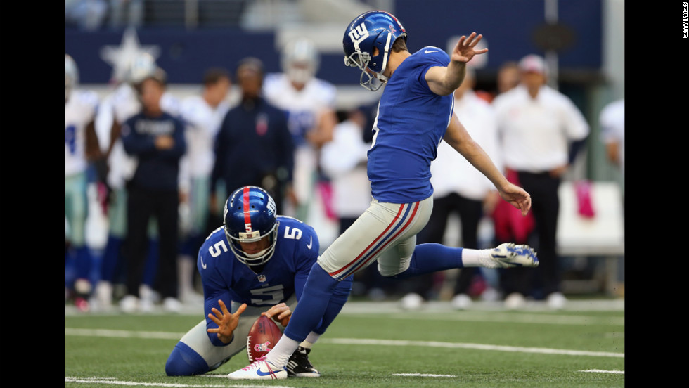 No. 9 Lawrence Tynes of the Giants kicks a field goal against the Cowboys on Sunday.